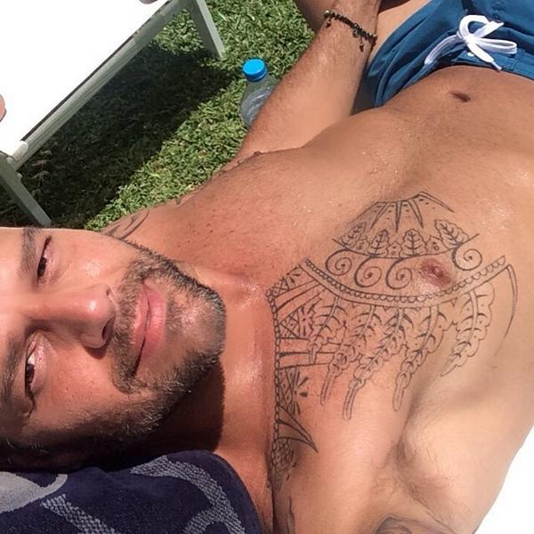 Ricky-Martin-topless