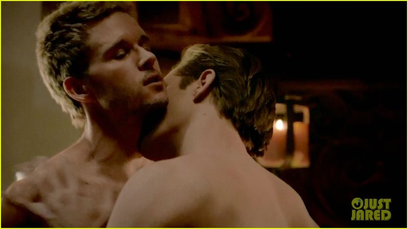 Alexander-skarsgard-ryan-kwanten-true-blood-sex-scene-21