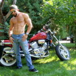 MASKUBATE FIRST OUTSIDE SHOOT-YOUNG RIPPED WELL HUNG BIKER ZACK GIVES THE PUBLIC A HOT SHOW