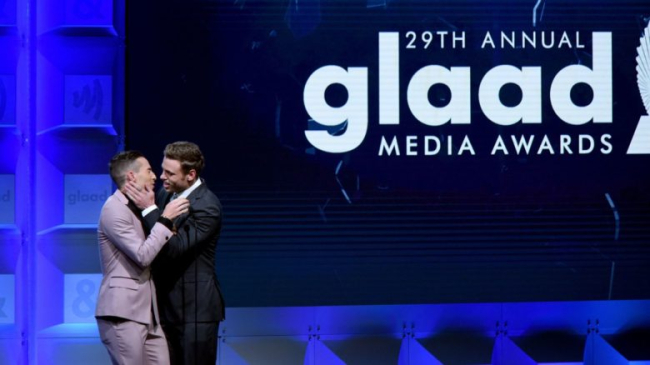 GUS KENWORTHY KISSES ADAM RIPPON AT THE GLADD AWARDS AND IT WAS HOT