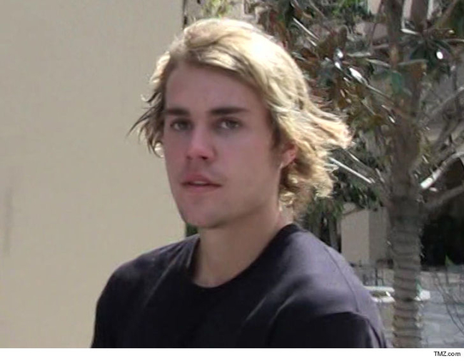 JUSTIN BIEBER PUNCHES A MAN WHO GRABBED A WOMEN BY THE THROAT AT COACHELLA