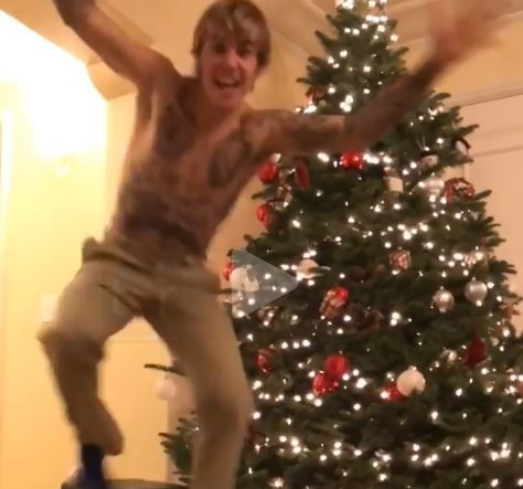 A SHIRTLESS JUSTIN BIEBER RECORDED HIMSELF DECORATING HIS CHRISTMAS TREE AT 3:50 AM