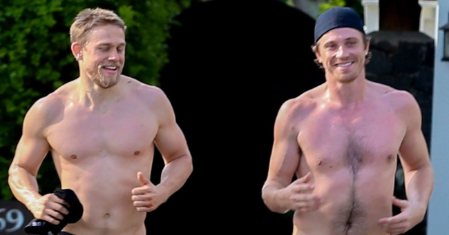 CHARLIE HUNNAM AND GARRETT HEDLUND GO FOR A RUN, SHIRTLESS AND BAREFOOT