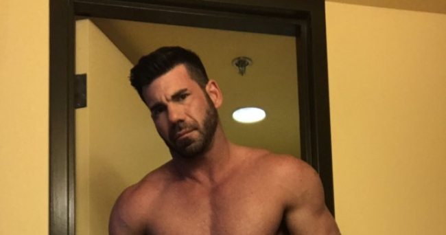 BILLY SANTORO SHOWS OFF NEW THICK AND HOT PROFILE PHOTO
